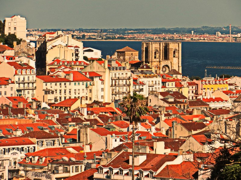 Budget travel to Lisbon (25 June - 28 June)